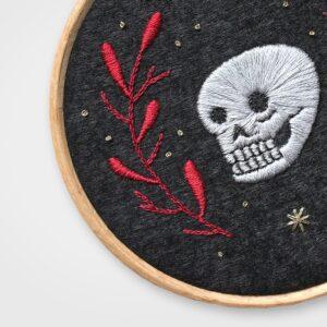 L'amore nelle ossa - Illustrazione ricamata